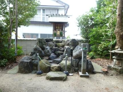 玉三稲荷神社25.JPG